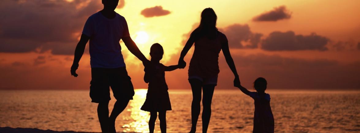 Красивые фото семьи с детьми со спины